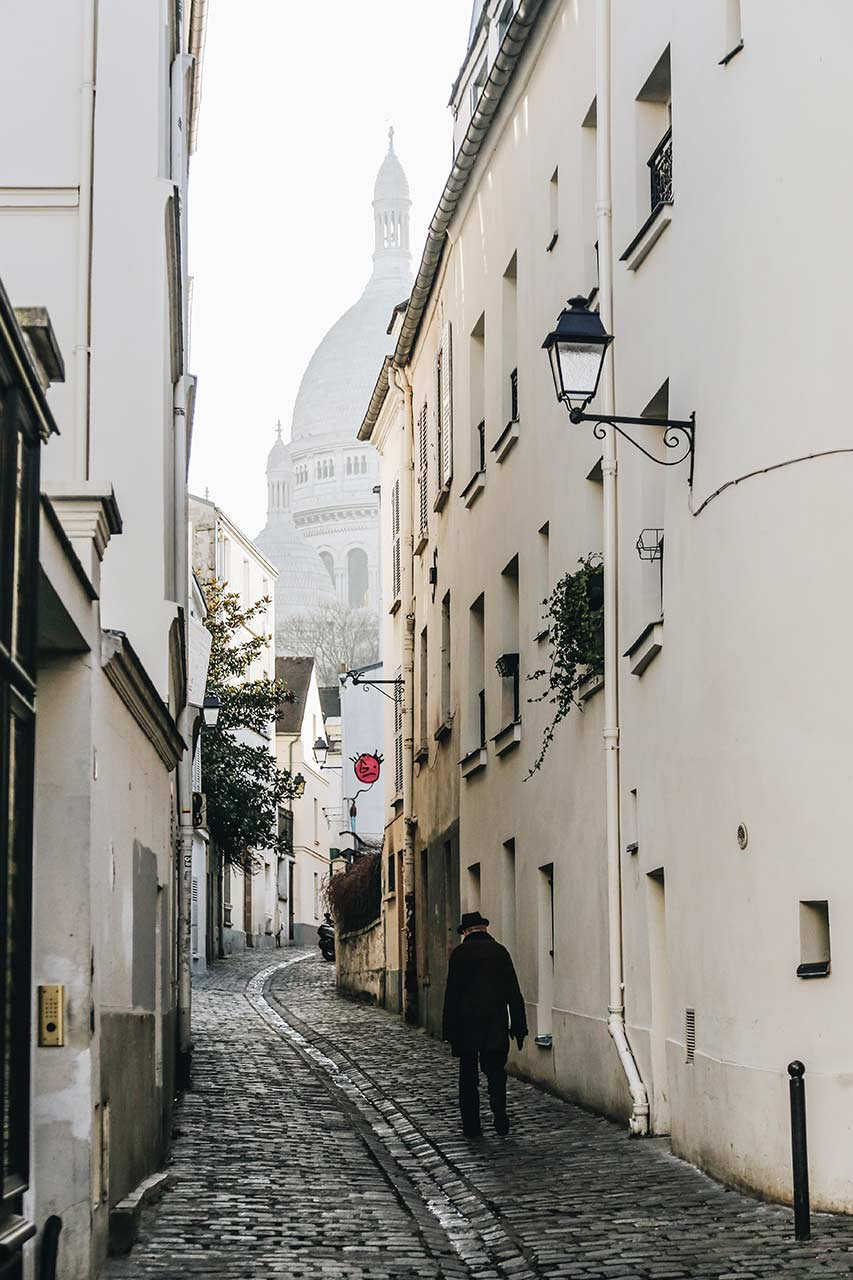 quiet streets of montmartre on a city trip